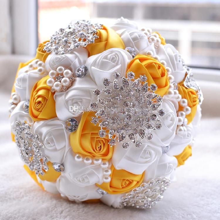 Silk Rose Bridal Bouquet Wedding Accessories Spilla Crystal Pearl HandMade Wedding Bouquet Holding Flowers Bianco e giallo
