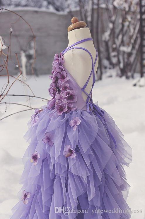 Lavenda Vestidos de flores para niñas Vestidos con cuello en V Cruzado cruzado Vestidos de niñas pequeñas con flores hechas a mano Con volantes en niveles Vestidos de princesa hechos a medida