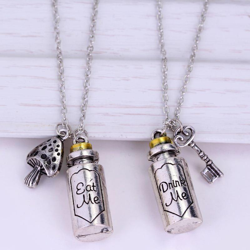 Wholesale Fairy Tale Story Alice in Wonderland Necklaces Top Grade Quality Letter Drink Me Eat Me Pendant Couple Jewelry Classic Bottle