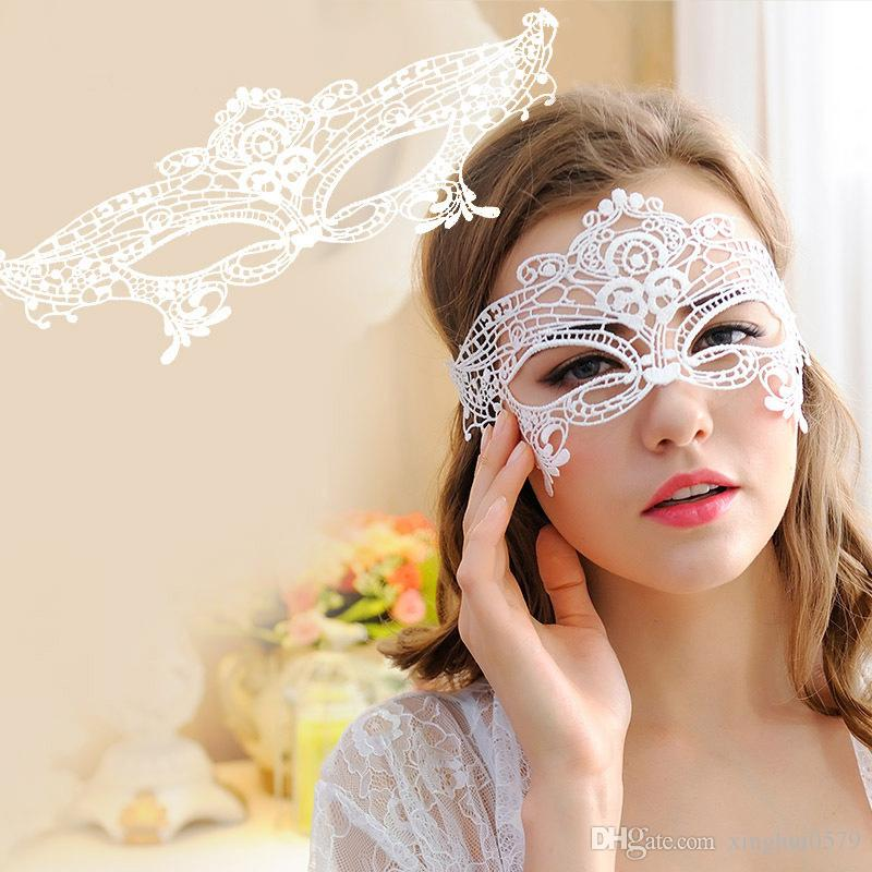 Halloween Sexy Masquerade Masques Noir / Blanc Dentelle Masques Demi Masque Vénitien pour Noël Cosplay Party Night Club / Balle Des Yeux
