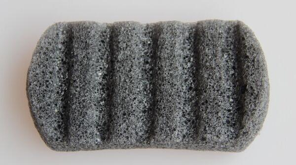 مربع L الحجم 100 ٪ Konnyaku الأسود الطبيعي Konjac الإسفنج هلام الألياف غسل الوجه التطهير حمام الإسفنج النفخة مقشر منظف