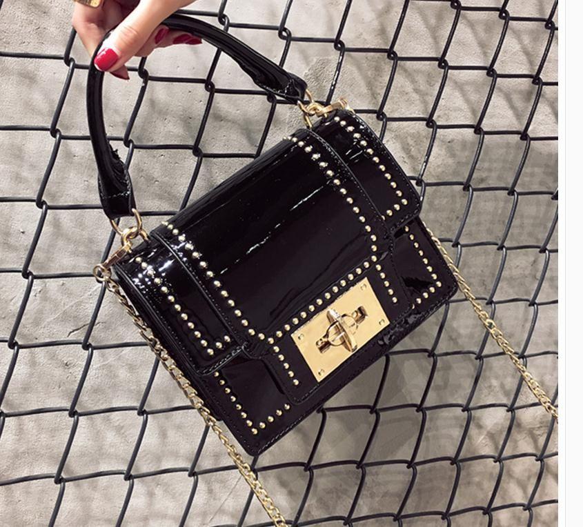 O novo 2017 Europeus e Americanos moda rebite saco pequeno saco de cadeia quadrado mão o conhecimento de embarque bolsa de ombro
