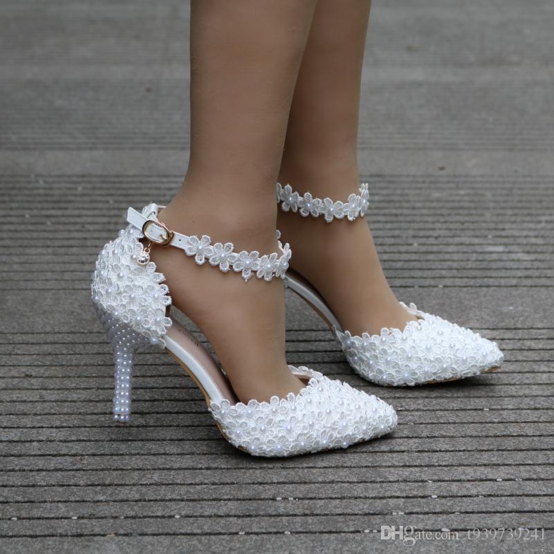 Rainha de cristal Wome Sandálias Sapatos de Casamento Branco Flor de Renda Pulseira Sapatos De Noiva Dedo Apontado Salto Fino cetim Sapatos Femininos