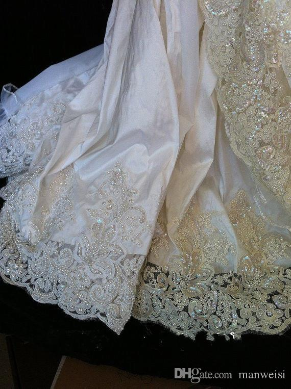 Best Selling Lace Christening Gowns For Baby Girls Short Sleeves Crystal Appliqued Baptism Dresses With Bonnet First Communication Dress