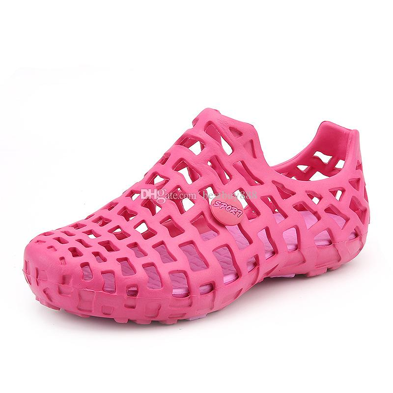 Acheter Nouveau Célèbre Marque Casual Hommes Sandales De Mode En Plastique Femmes Sandales D'été Chaussures De Plage Chaussures D'eau Pour Femmes