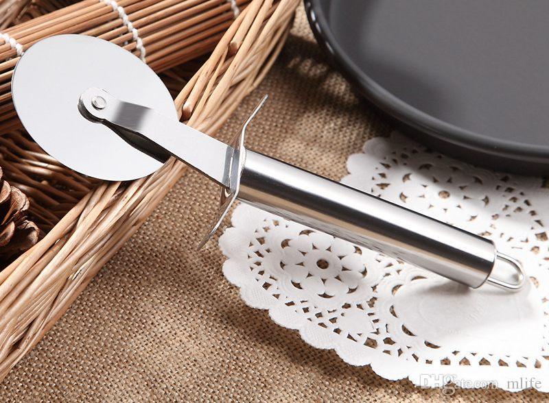 En gros! En Acier Inoxydable Pizza Cutter Diamètre 6.5 CM couteau Pour Couper Pizza RouesOutils Cuisine Accessoire expédition par DHL