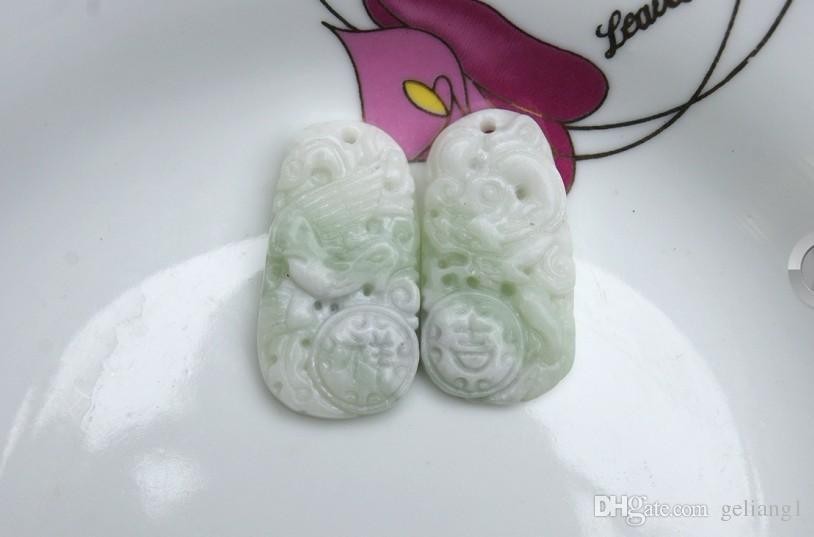 Jade blanc et vert. amulette En très bonne fortune pendentif collier