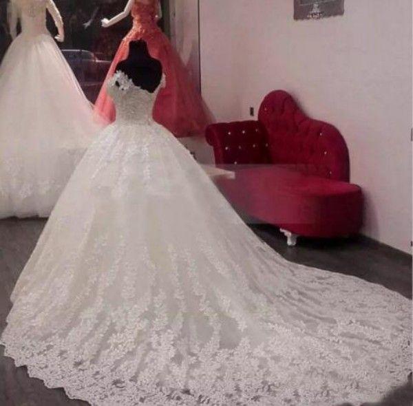 Abiti da sposa abito da ballo in pizzo vintage fuori dalla spalla Abito da sposa in tulle con applicazioni di tulle appliquato in tulle con applicazioni personalizzate