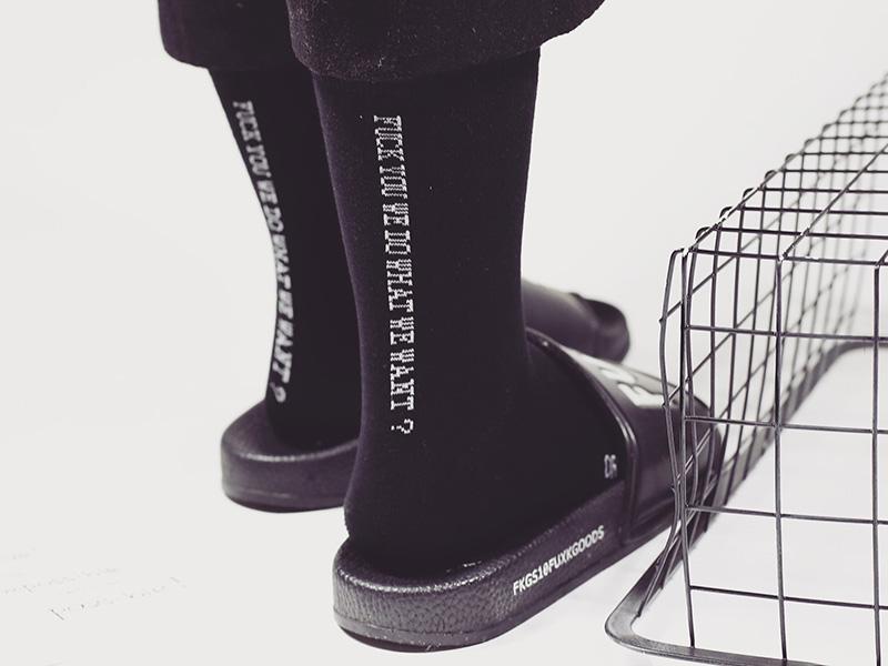 YENI Geri Beyaz Kore Tarzı Basit Mektup erkek Tüp Içinde pamuk Çorap Gelgit Marka Unisex Erkek ve Kadınlar Casual Mektubu Uzun Çorap