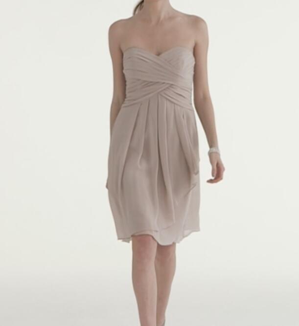 맞춤 제작 신부 들러리 드레스 시폰 아가씨 짧은 주름 장식 쉬폰 드레스와 프론트 캐스케이드 인기 프릴 웨딩 드레스