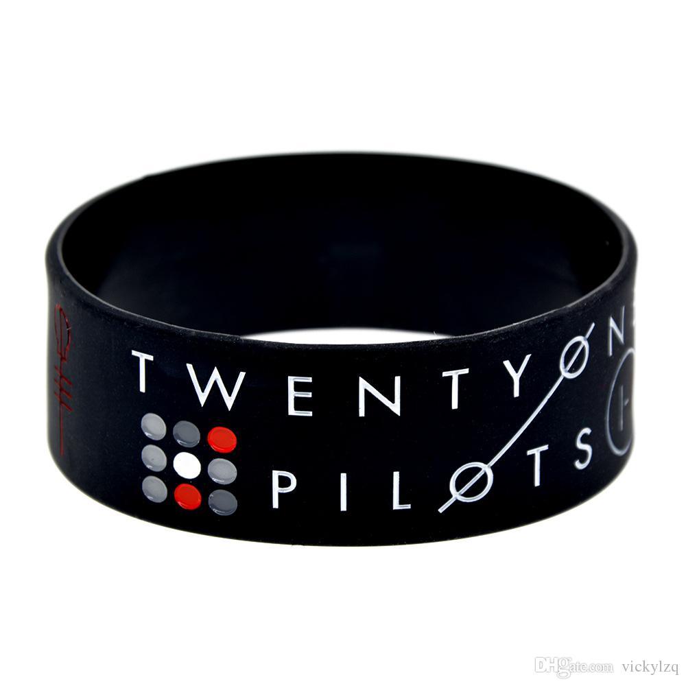 50 unids / lote Twenty One Pilots pulsera de silicona de 1 pulgada de ancho pulsera ideal para cualquier regalo de beneficios para los fanáticos de la música