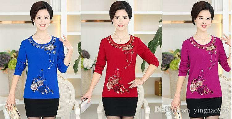 Nouvelles femmes d'automne à manches longues t-shirt chemise de fond d'âge moyen femmes portent des vêtements de printemps et d'automne