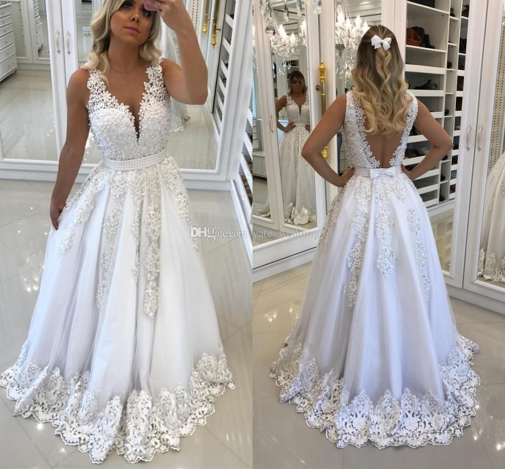 f119468ac8e21 Satın Al Şık Beyaz Dantel Abiye Giydirme Boyun Kolsuz Çesitler İnci Tül  Saten İllüzyon Geri Gelin Elbiseleri Resmi Gecelik Elbiseleri, $117.93    DHgate.