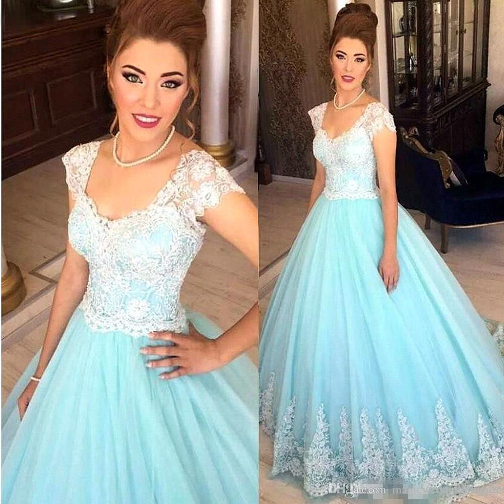 Light Sky Blue Tulle Ball Gown Prom Party Dresses 2018 White Lace Appliques Short Sleeveless Scoop Neckline Quinceanera Gowns BA7241