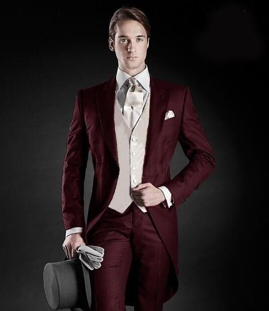 2ca51312f1758 Satın Al Tailcoat Sabah Tarzı Damat Smokin Tepe Yaka Mens Suit Bordo Sağdıç Best  Man Düğün Yemeği Takımları Ceket + Pantolon + Yelek, $92.27 | DHgate.Com'da