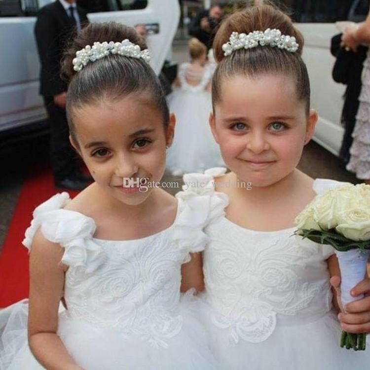 جميل الأبيض زهرة بنات فساتين لحفلات الزفاف سكوب الكشكشة الرباط تول اللؤلؤ عارية الذراعين الأميرة الأطفال فساتين زفاف عيد