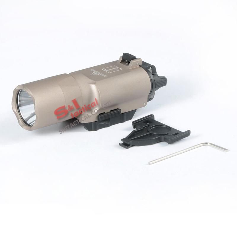 Luce tattica SF X300 Ultra LED Gun Light X300U Adatta a pistola con Picatinny o Universal Rails Cannocchiale Dark Earth