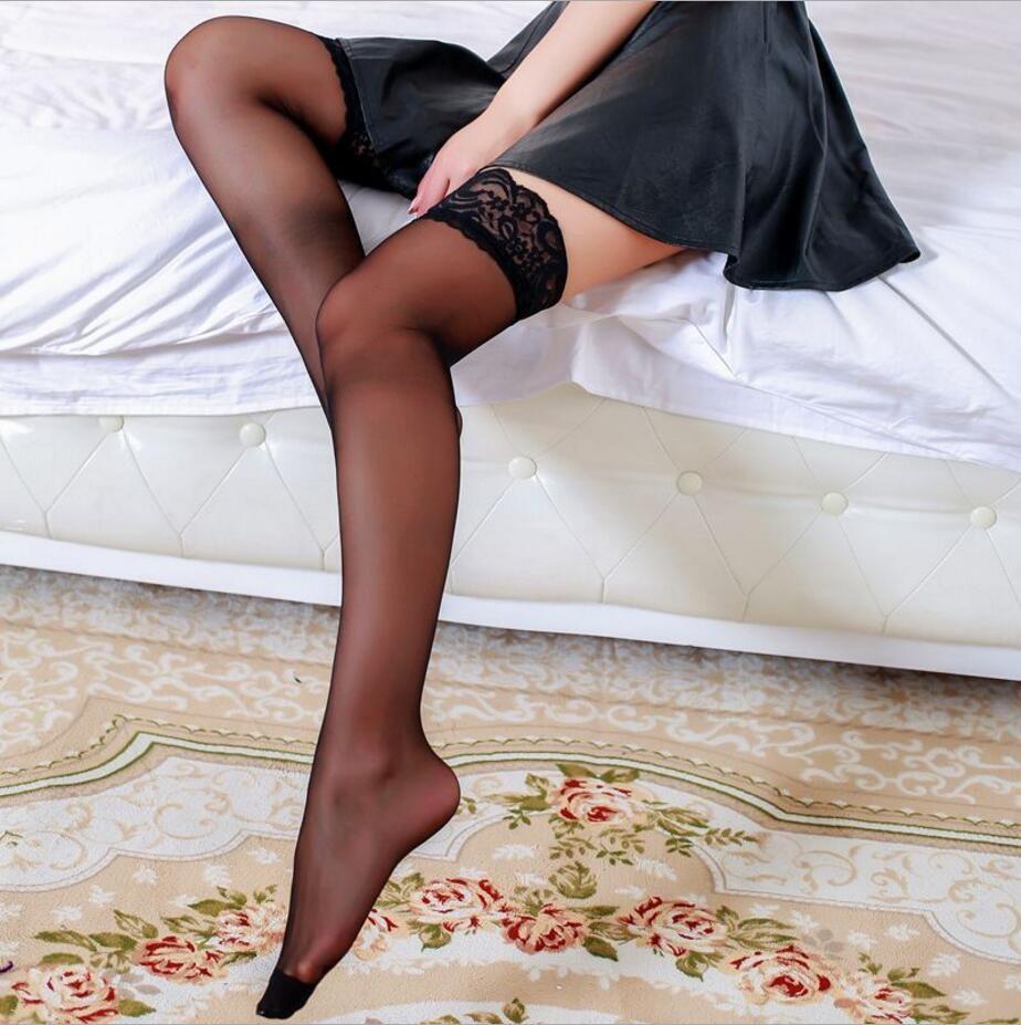Сексуальные девочки дома в чулках