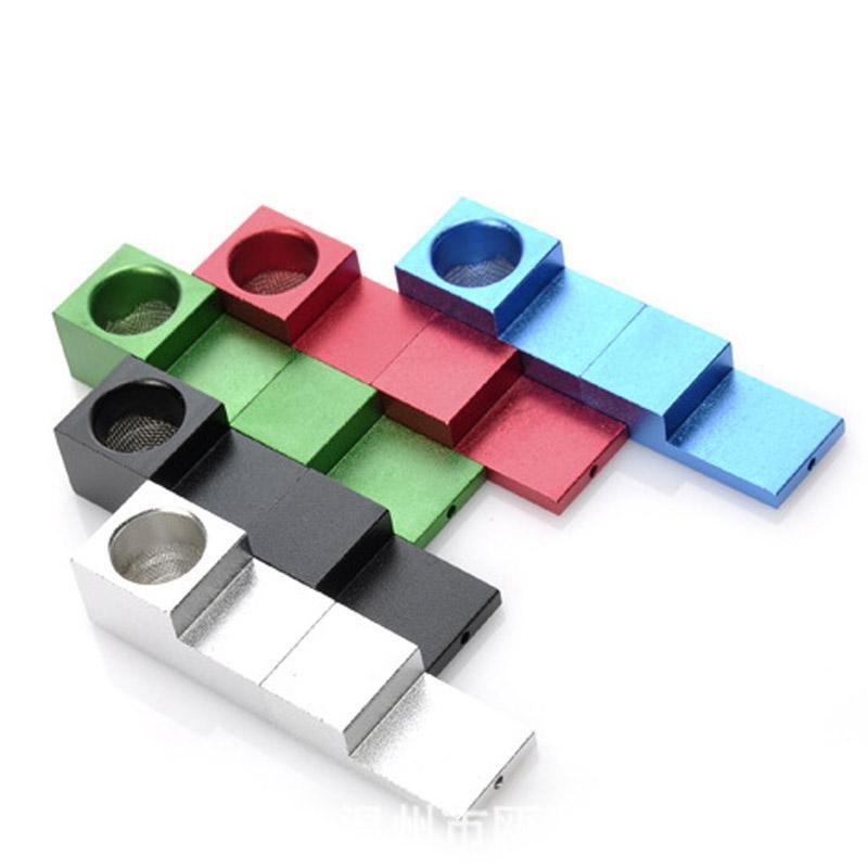 Magnete Fumo Tubi in metallo Portatile Creativo Pipa da fumo Tubi di tabacco da tabacco Regali Grinder Fumo Colore casuale