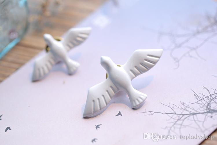 Art fresh retro metal white pigeons peace dove brooch chest flower badge collar needle wholesale