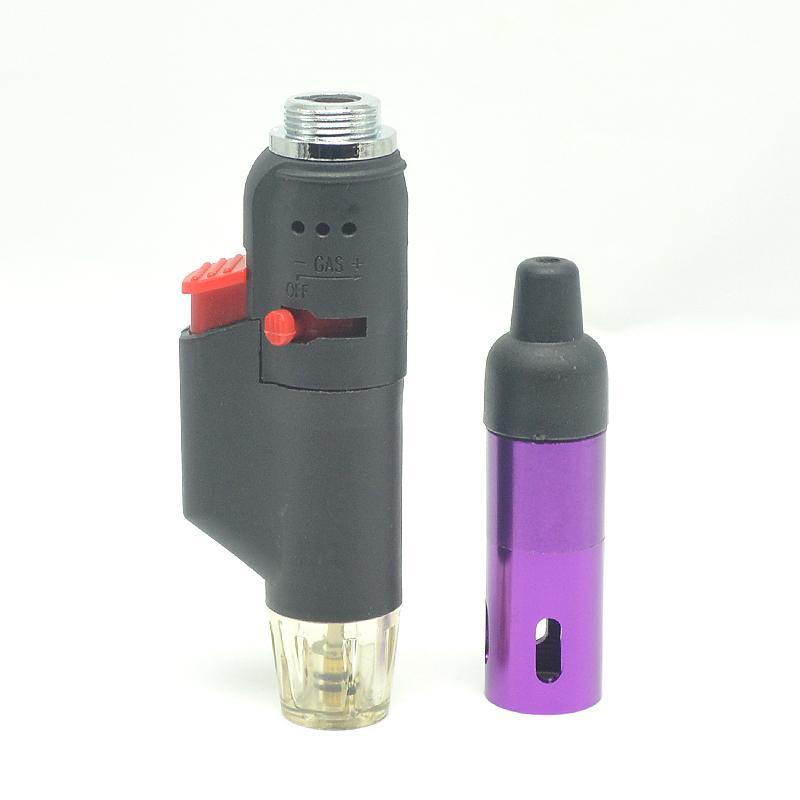 Passa di soppiatto un vaporizzatore vaporizzatore vaporizzatori click n vape fumando la pipa in metallo e accendendo un accendino a gas