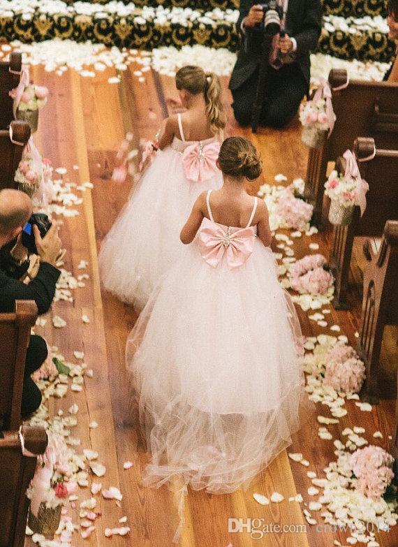 Erröten Sie Rosa Blumenmädchen Spitzenkleid mit großem Bogen Pageant Kleider für Mädchen Kristallschärpe Spaghetti-Trägern