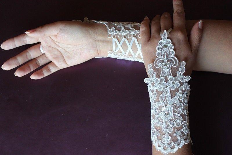 Бесплатная доставка белый кот новый тюль аппликация без пальцев длина запястья перчатки короткие свадебные невесты женщины свадебные перчатки 2018
