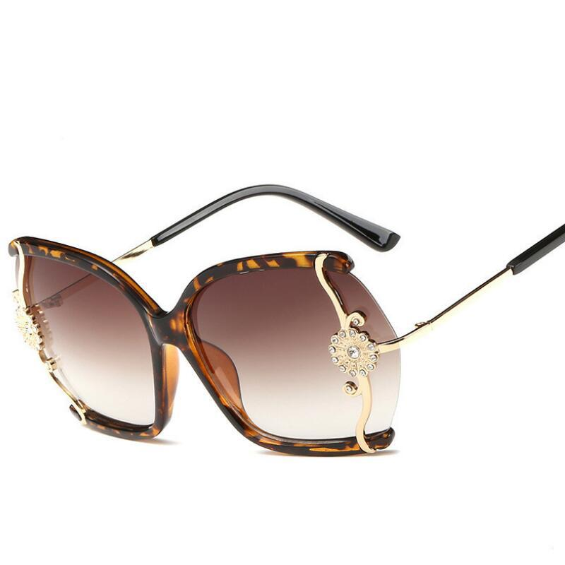 New Brand 2017 Fashion Sunglasses Sun Glasses Women Ladies Female Sunglasses  Engraved Flower Style Designer Glasses Sunglasses Uk From Kebe1 970ab6435f