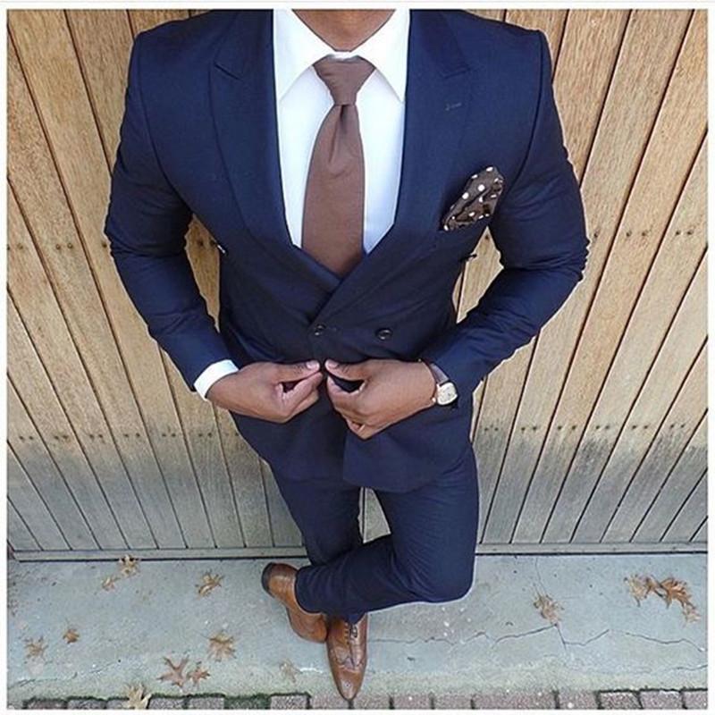 Compre Al Por Mayor Nueva Moda Azul Oscuro Trajes De Boda 2 Piezas Trajes  Para Hombre Slim Fit Chaqueta + Pantalones Novio Esmoquin Padrino De Boda  Trajes ... 1283351c285