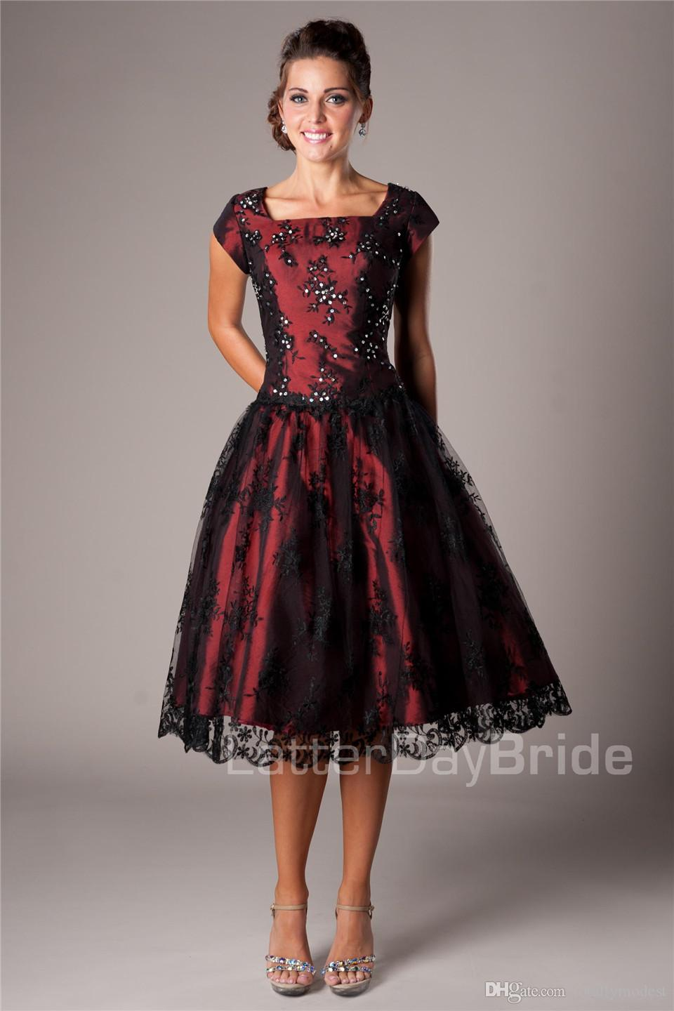 Black And Red Vintage Lace Short Modest Cocktail Dresses With Cap Sleeves A-line Knee Length Short Prom Cocktail Gowns Lace-Up Back Juniors
