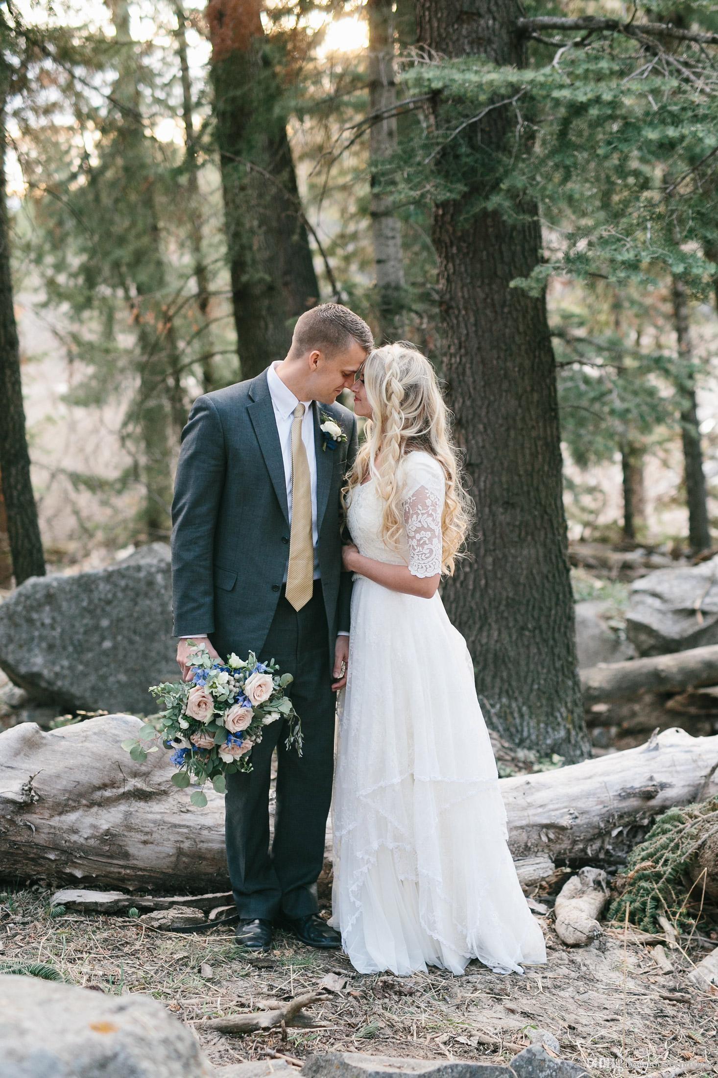 2019 una linea di Boemia lunghi abiti da sposa modesto con i manicotti Lace lunghezza del pavimento con scollo a V manica puro informale Abito da sposa