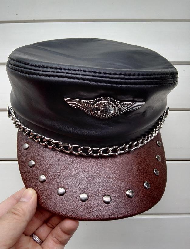 Sombreros militares hechos a mano de cuero genuino Hombres y mujeres de cuero con tapa plana Gorra de motocross Escudo de cadena negro Alemania Gorras militares