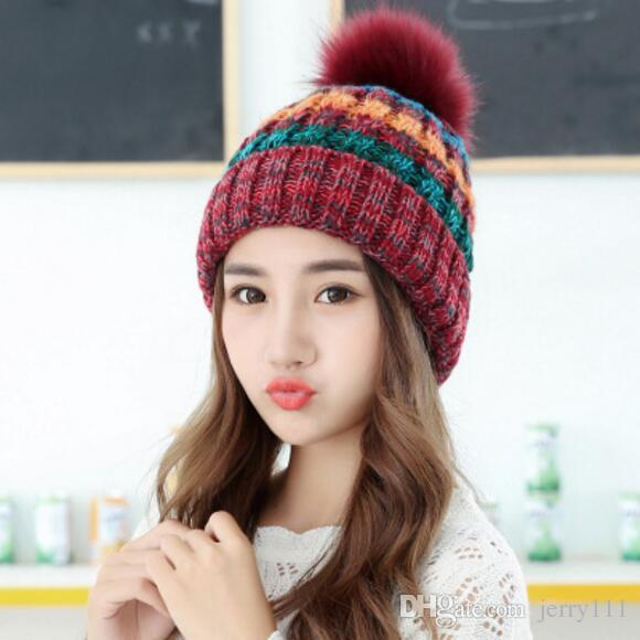 купить оптом многоцветные вязаные женские шапки вязаные шапочки для