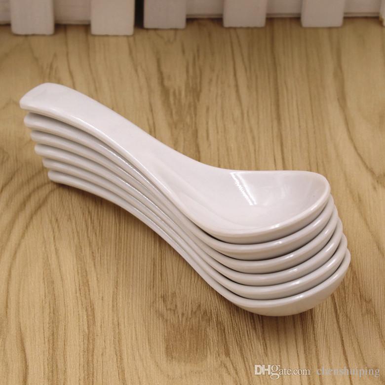 caldo all'ingrosso posate Nuova famiglia cucchiaio di plastica colore bianco cucchiai di stoviglie Strumento di cucina spedizione gratuita