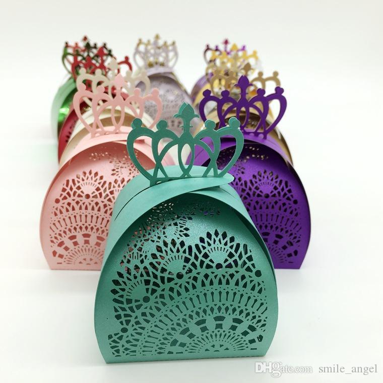 2017 neue Hohl Hochzeitsbevorzugungskästen Multi Color Laser Cut Crown Flora Party Candy Paket Europäischen Elegante Mode