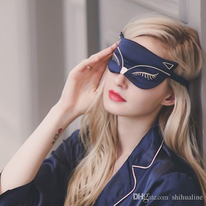 La mode des deux côtés de l'ombrage respirant en soie aide à dormir le petit masque pour les yeux en soie imitation soie de renard brodé femelle