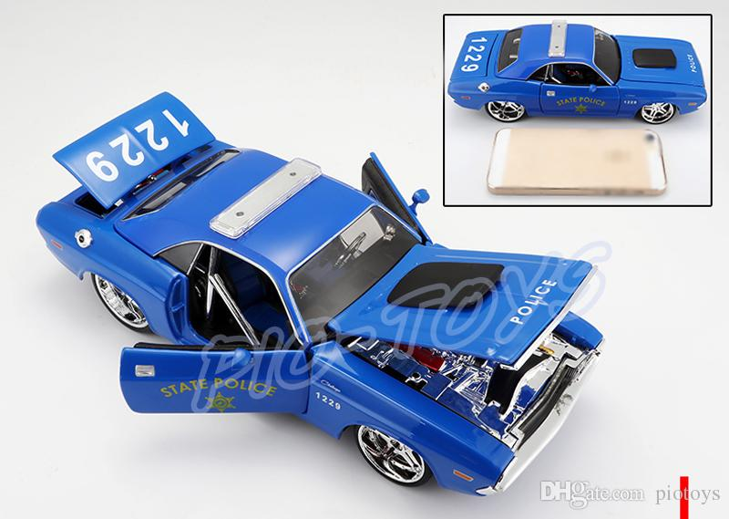 New Arrival Gift 1970 1/24 Model Alloy Car Diecast House Decoration Toys Cars Vehicle Scale Simulation Collection Metal Present