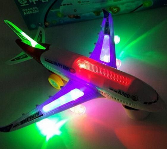 Moda Kids Electric Airplane Giocattoli bambini Giocattoli musicali Moving Luci lampeggianti Suoni Toy NEW Dimensioni: 1