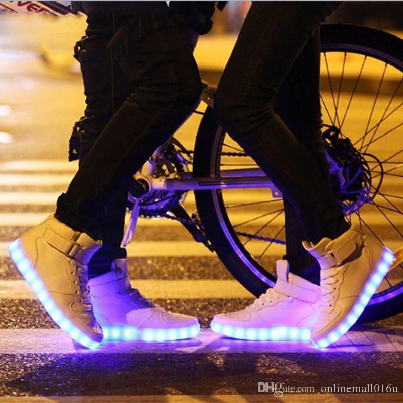 New Women Men LED Light Up Sneakers Chaussures luminous Adults Couples Comfortable Glowing Hip-hop Skateboarding Shoes
