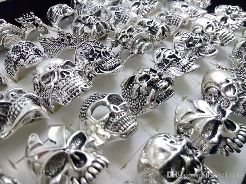 Skull Skeleton Gothic Biker Anillos de los hombres Rock Punk Party Party Favor de los mejores estilos de Mezcla Al Por Mayor Fashoin Cool Lotes de Joyería CALIENTE
