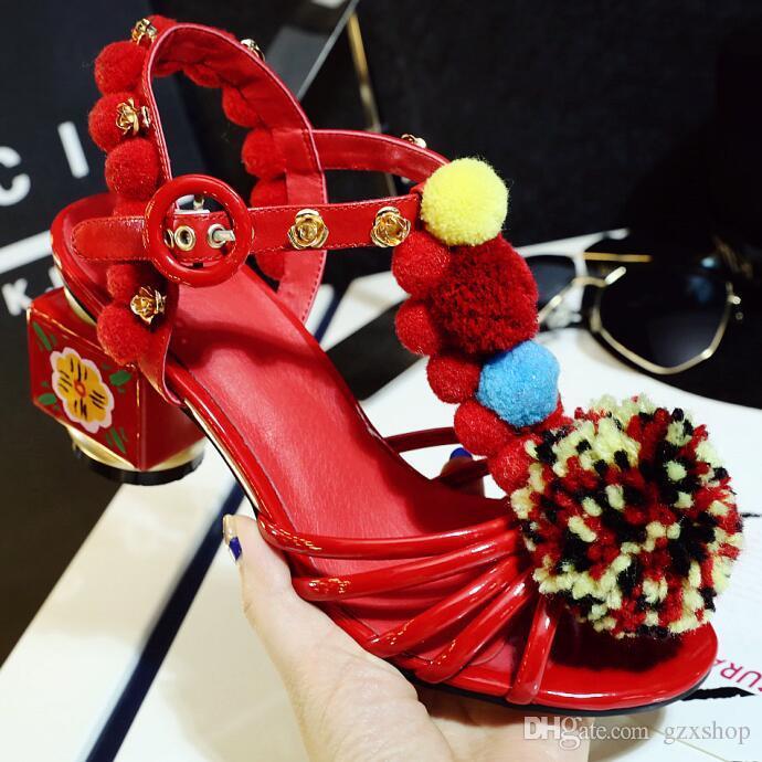 Arrivée Conception Rétro luxe Glitter Cristal Sandales Femme Personnalité Boucle Robe Sandales Suede Élégant Open Toe Chunky Heels Catwalk Chaussures