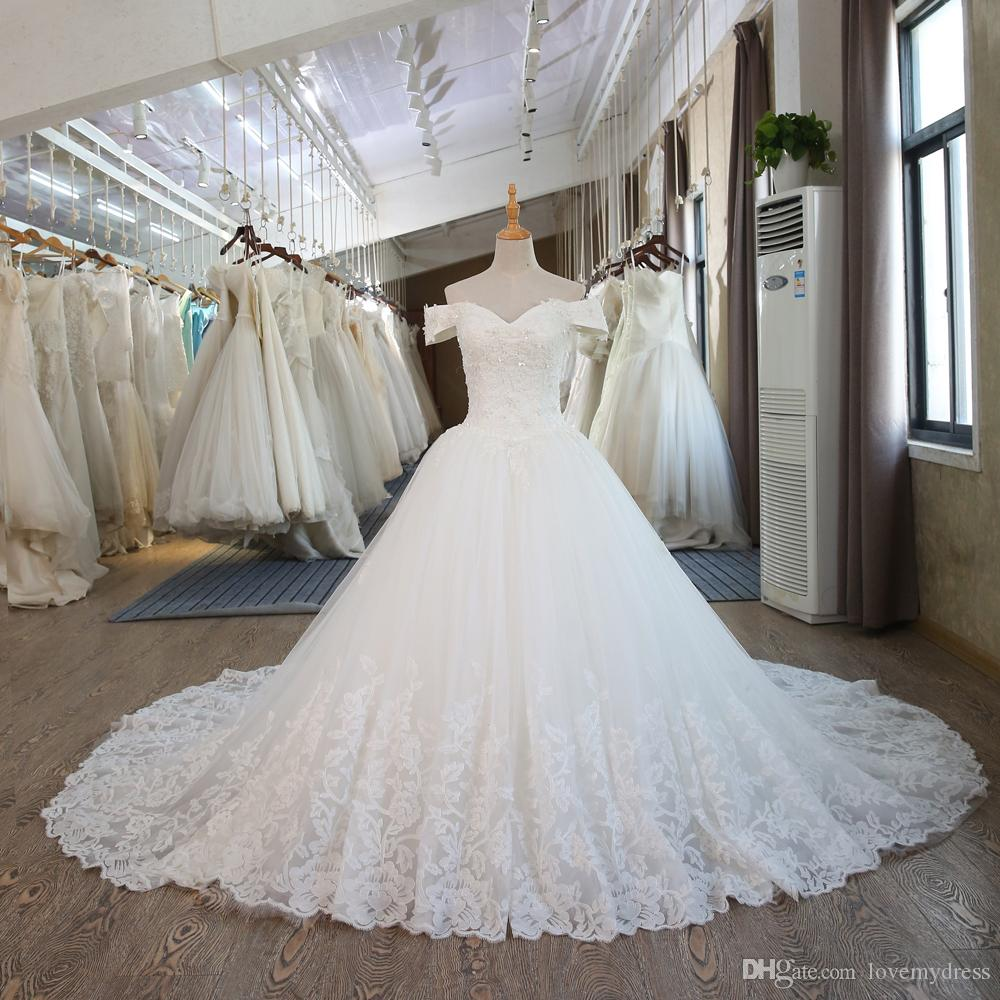 Classic Off the shoulder Ball Gown Wedding Dress 2018 with short Sleeves Lace Chapel Train Bridal Wedding Gowns Custom Cheap