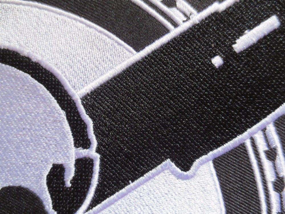 11,8 pulgadas cráneo con pistolas dobles Parches Bordados de la chaqueta de la motocicleta del motorista del club MC encargo 30cm * 22cm