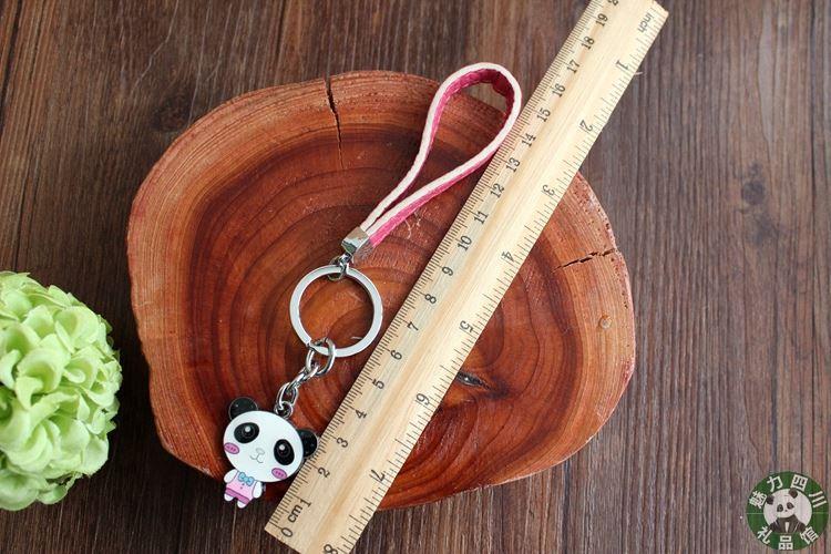 A box of two Sichuan panda souvenirs, metal lovers, panda keys, leather rope, gift boxes, key chains, pendants