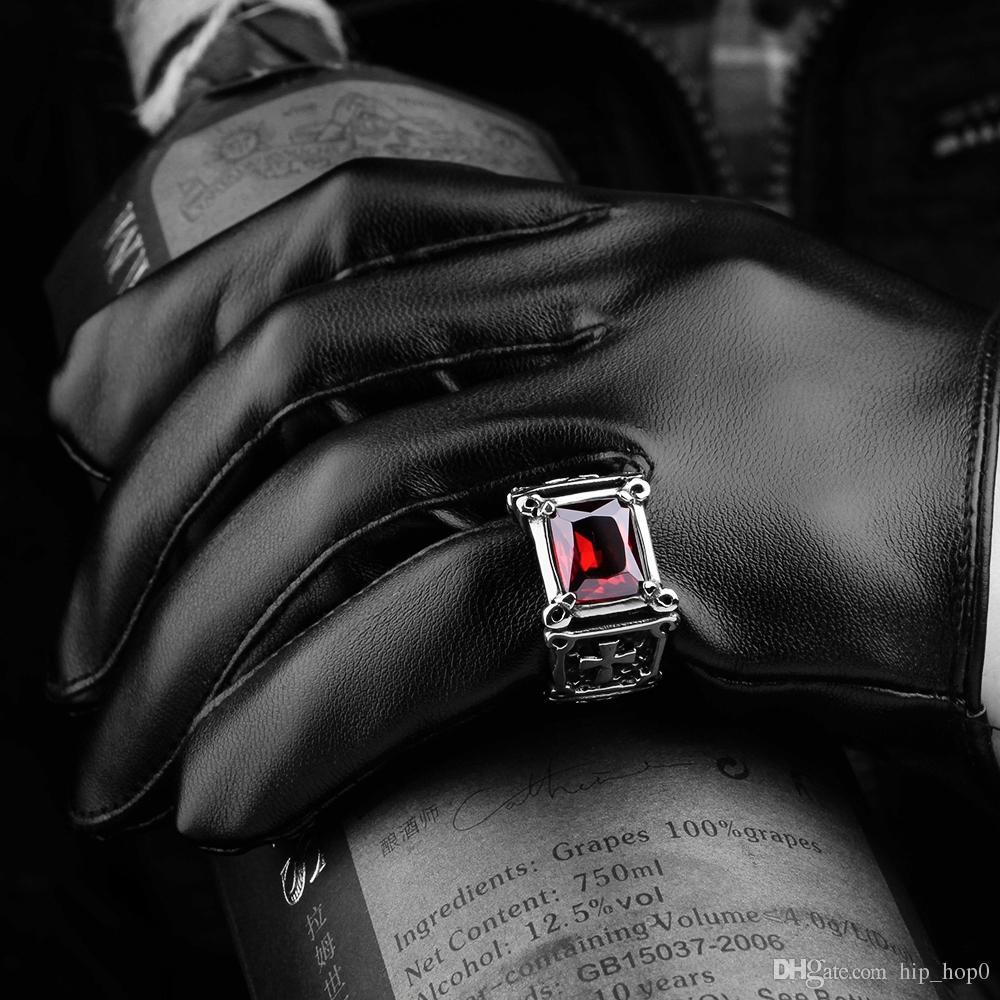Anello retrò moda uomo croce intarsiato anello zircone rosso in acciaio inox stile punk anello in pietra di cristallo rosso gli uomini migliori amici regali di compleanno