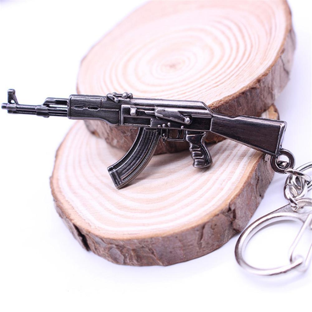 2017 Juego Caliente Llaveros Pendientes Juego Pop CF Cross Fire AK47 Pistola Llaveros Arma Modelo Metal Colgante Llavero Llavero de Metal