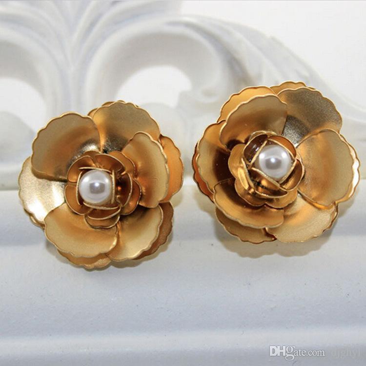 neuer Ankunft übertriebener barocker Bolzenohrring sretro Metallblumenperle Hyperbole große Bolzenohrringe remantic Hochzeitsbraut-Earingzusätze