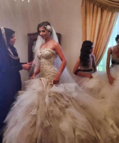 2019 Abiti da sposa a sirena robe de mariage Diamanti di lusso Perle Pizzo Corsetto Top Tiered Ruffls Tulle Arabo Abiti da sposa Cattedrale Train