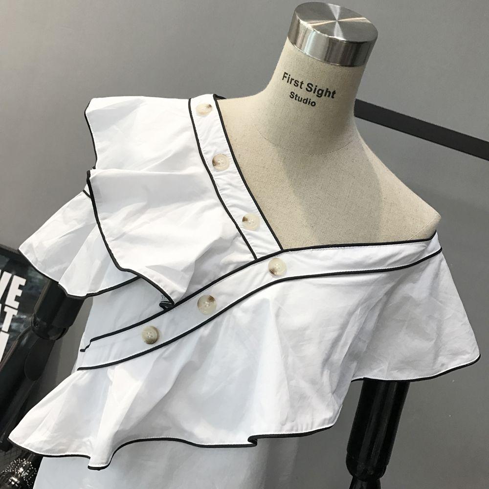 The 2017 summer energy-saving flounce shirt V white collar female oblique Strapless black short sleeved shirt edge