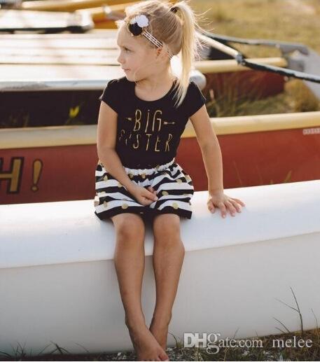 여름의 여자 아기 여자
